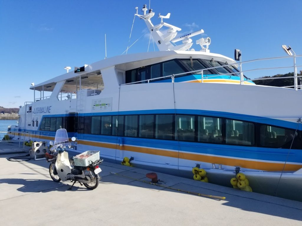 網地島へ向かう船