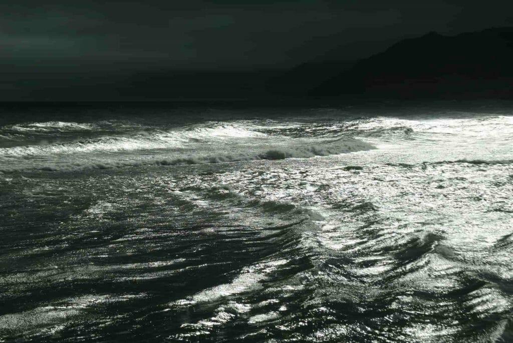 荒れた海の写真